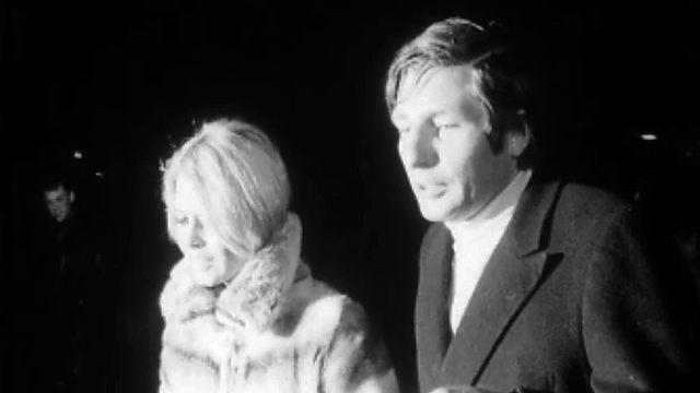 Traqué par la presse, le couple Bardot et Sachs quitte Genève.
