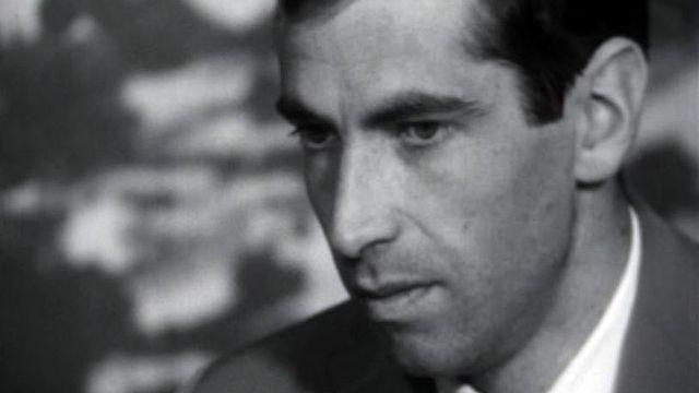 Le réalisateur confronté à l'interdiction de son film.
