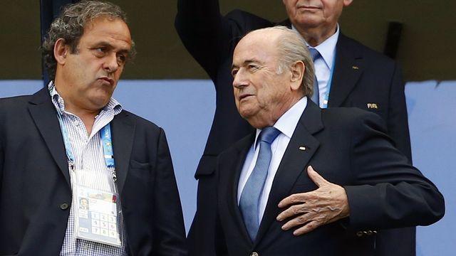 Platini (à gauche) a décidé de ne pas se lancer dans la course face à Sepp Blatter. [Darren Staples - Reuters]