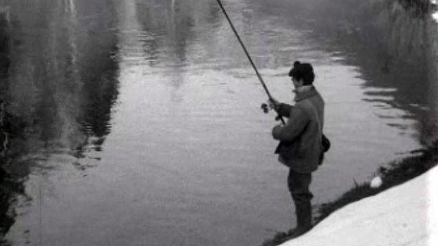 Pêcher en France ou en Suisse, ce n'est pas la même chose. [RTS]