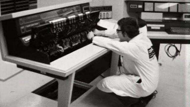 Ordinateurs du CERN: comme dans 2001 l'odyssée de l'Espace. [RTS]