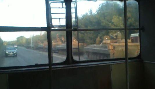 Le convoi est composé de plusieurs dizaines de tanks. [DR]