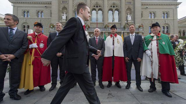 Les représentants des trois cantons entourent le conseiller fédéral Ueli Maurer. [Lukas Lehmann - Keystone]