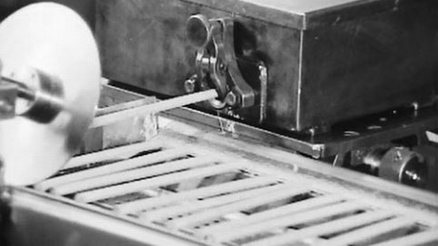 Immersion dans une fabrique de crayons gris en Suisse. [RTS]