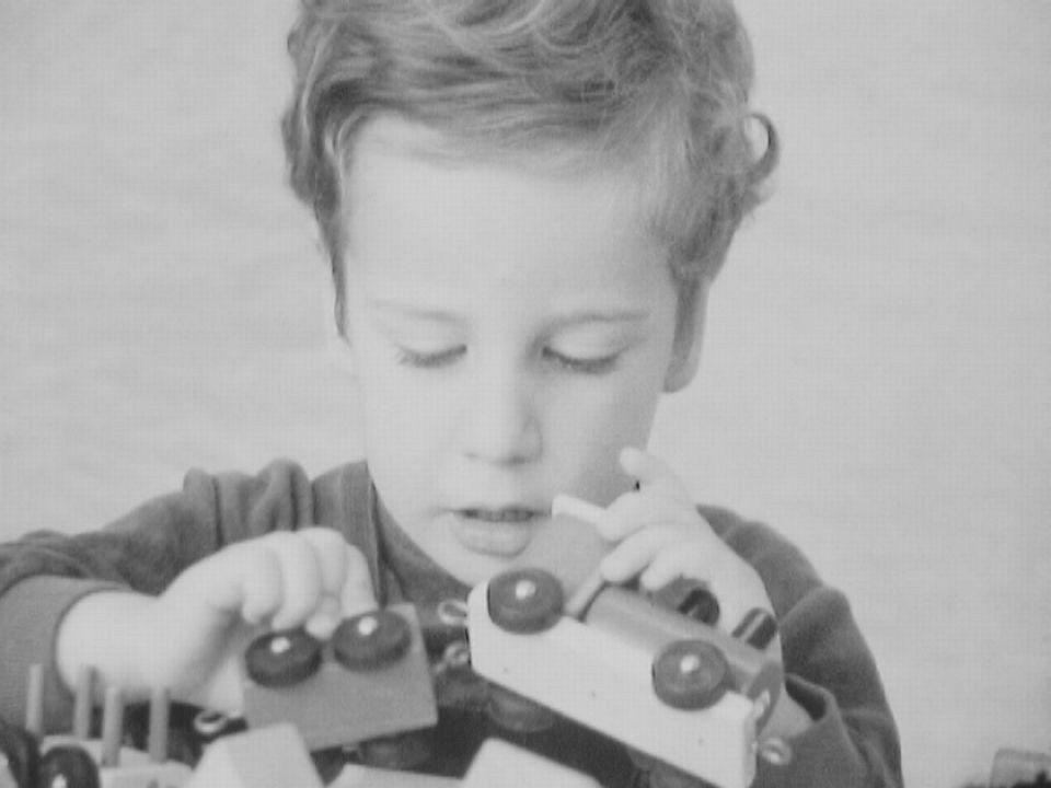 Enfant et ses jouets. [TSR 1968]