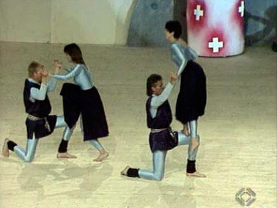 Les gymnastes  présentent le spectacle de la Gymnaestrada.