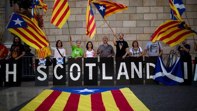 Les indépendantistes catalans soutiennent le oui dans le référendum sur l'Ecosse. [AP Photo/Emilio Morenatti - Keystone]