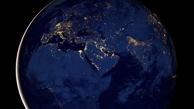 La poursuite de la croissance démographique, particulièrement en Afrique, va porter le nombre d'êtres humains sur Terre à 11 milliards d'ici la fin du siècle. [EPA/NASA's Earth Observator - Keystone]