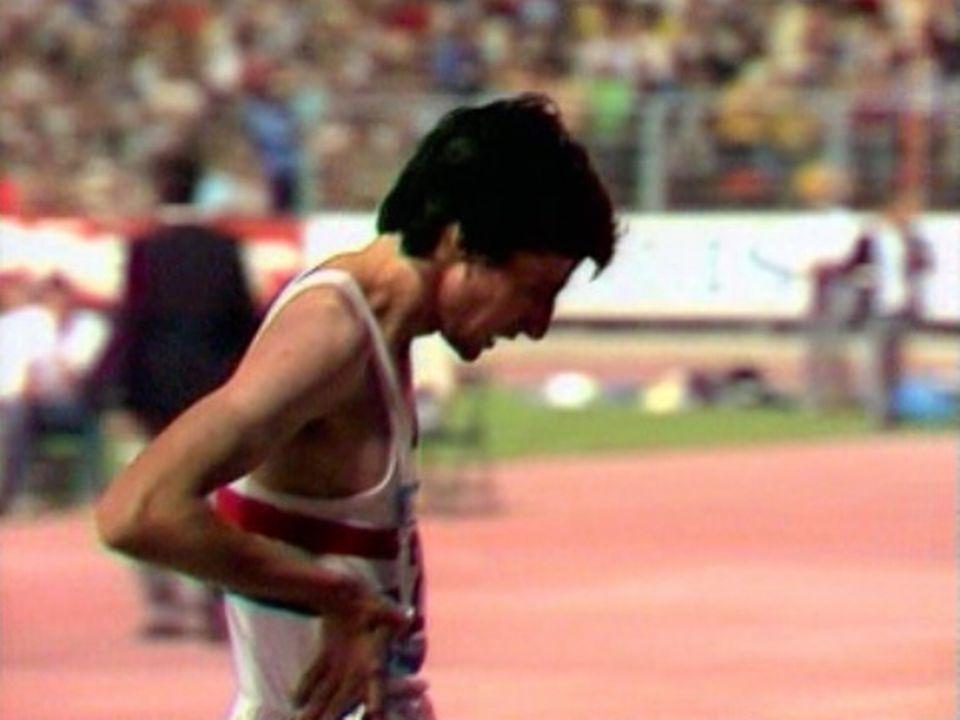 Le Britannique Sebastian Coe bat le record du monde à Zurich. [RTS]