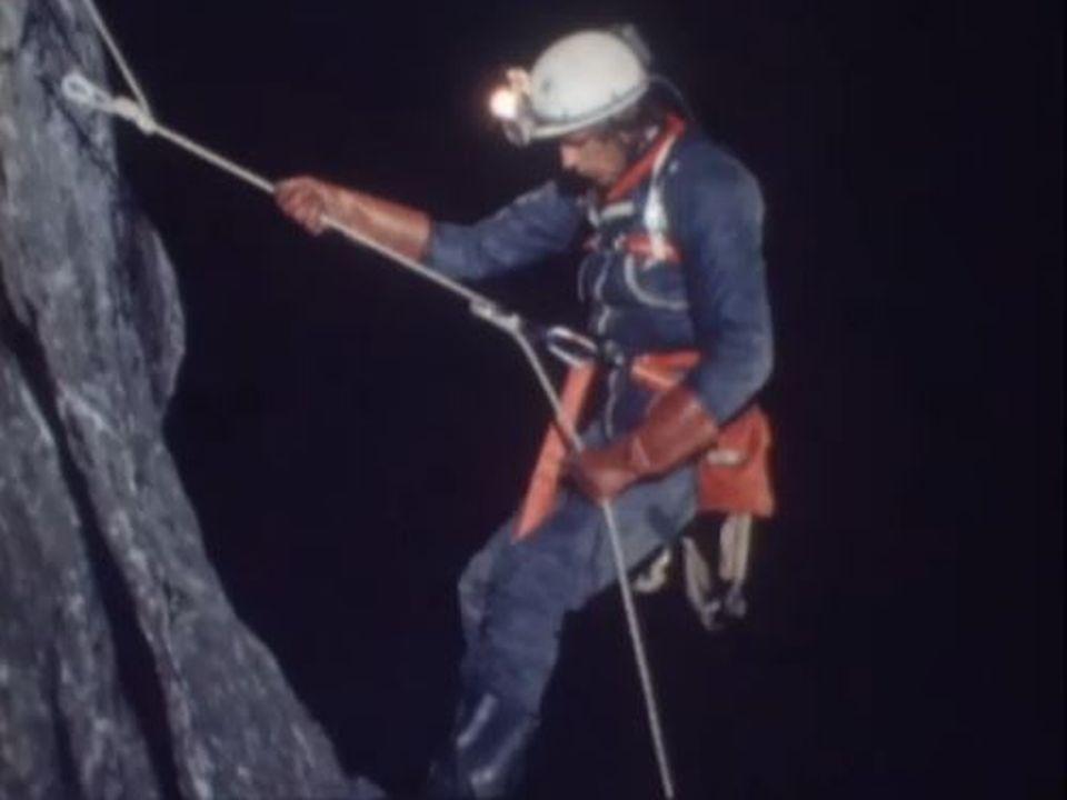 Entraînement et équipement nécessaires pour admirer des grottes. [RTS]