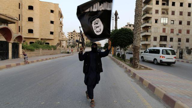 Un membre de l'Etat islamique à Raqqa, en Syrie, dimanche. [Stringer  - Reuters]