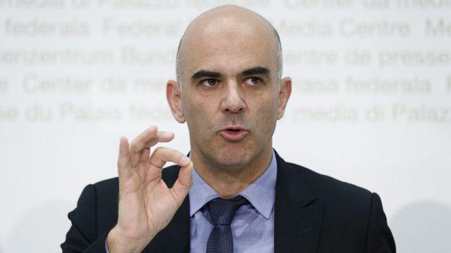 """""""Les primes doivent couvrir les coûts"""", a rappelé Alain Berset. [Peter Klaunzer - Keystone]"""