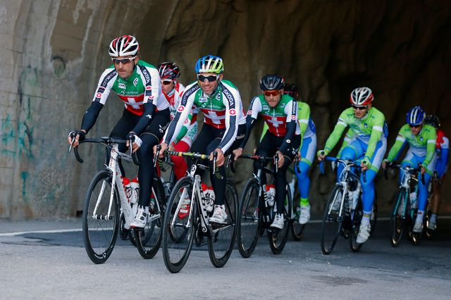 Cancellara (à gauche, au premier plan) à l'entraînement à Ponferrada. [Daniel Ochoa de Olza - AP Photo/Keystone]