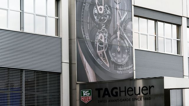 La façade de l'usine Tag Heuer à La Chaux-de-Fonds. [Christian Beutler - Keystone]