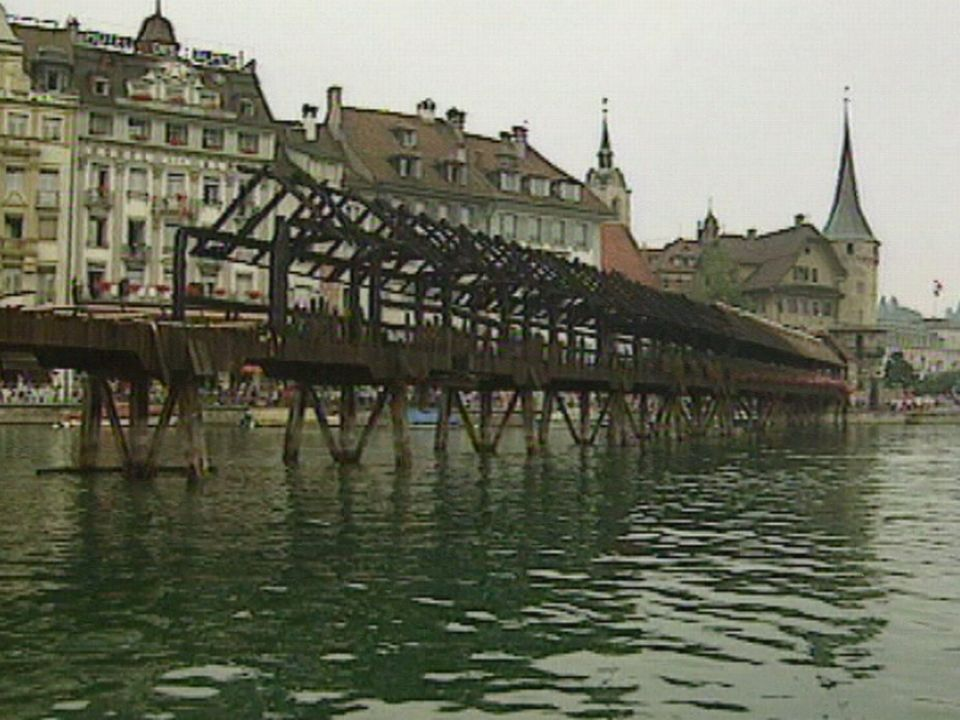 Incendie du pont de Lucerne en 1993. [RTS]