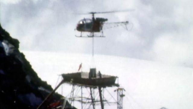 Un téléphérique se lance à la conquête du sommet du Petit Cervin. [RTS]