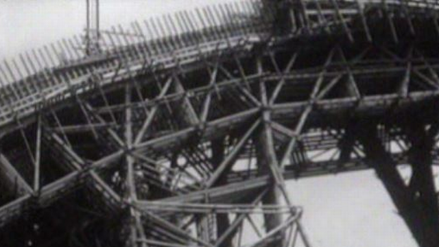 Le chantier du pont de la Chocolatière, à Lausanne en 1963. [RTS]