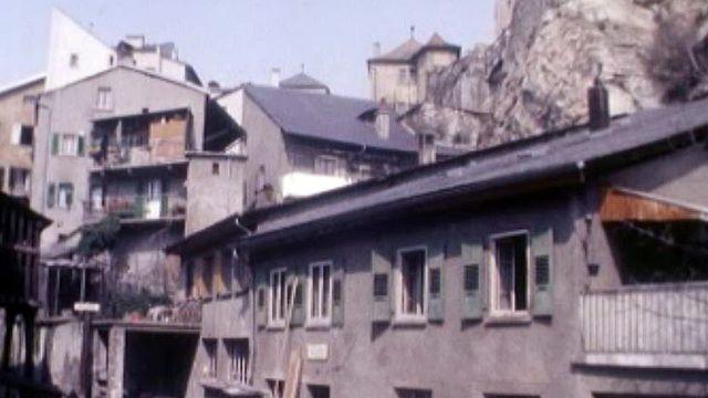 De pittoresques maisons au pied de la colline de Valère. [RTS]