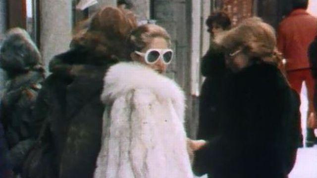 La jet-set a l'argent peu discret dans les rues de St-Moritz en 1978. [RTS]