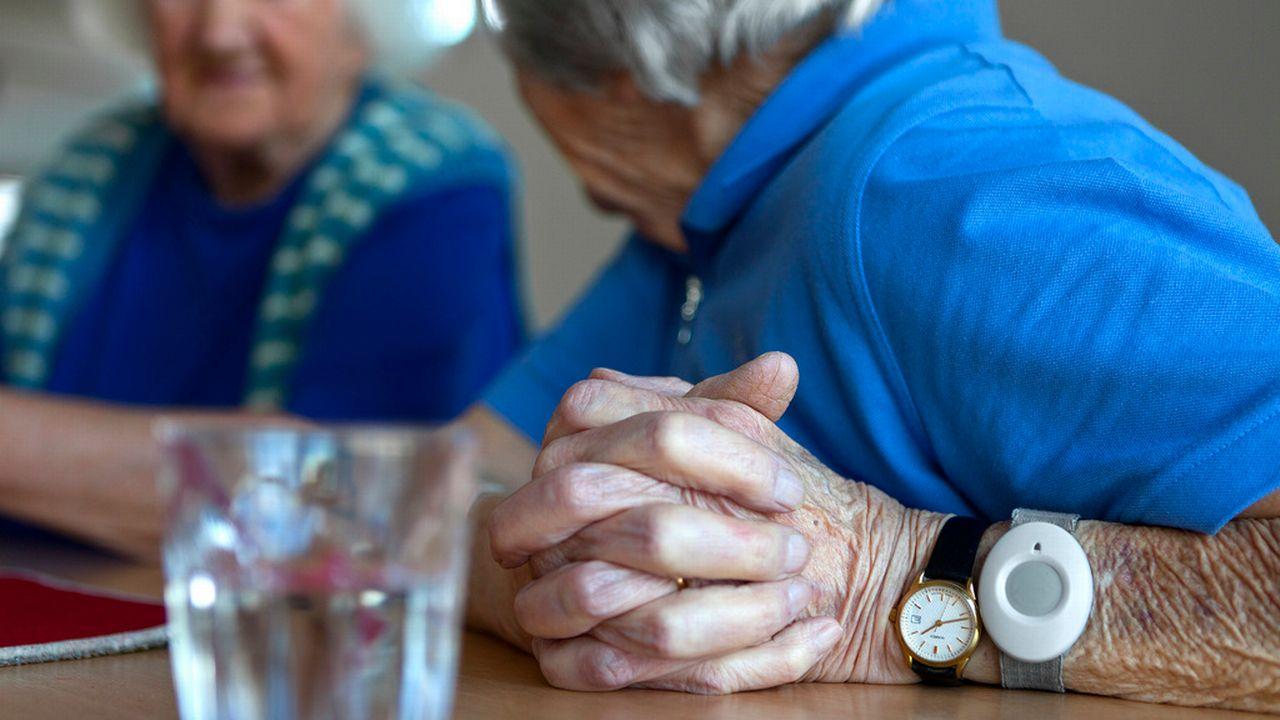 Selon l'OFS, quelque 32'000 personnes âgées en Suisse souhaiteraient être aidées dans leurs activités quotidiennes. [Martin Ruetschi]