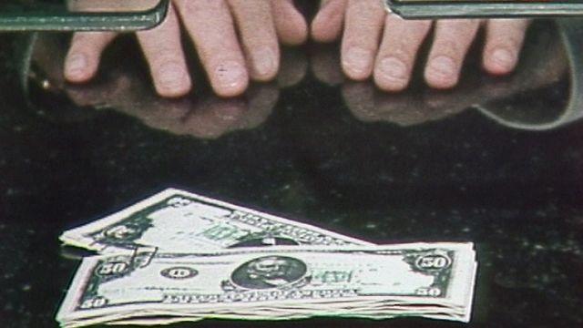 Sketch sur l'argent sale de Lova Golovtchiner. [RTS]