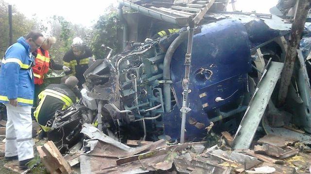 La préfecture du Doubs a publié une photo de l'hélicoptère endommagé dans le crash qui a fait au moins 5 morts.