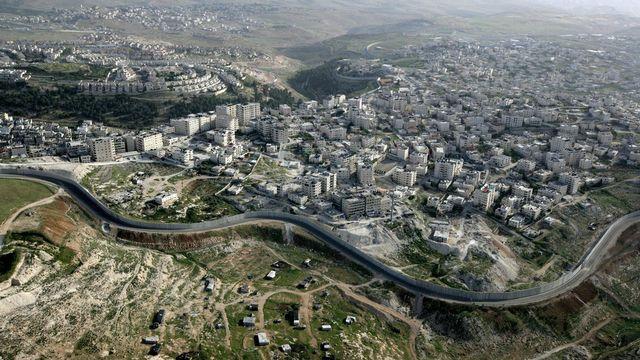 Vue aérienne d'une partie du mur séparant Israël et les territoires palestiniens. [EPA/Abir Sultan - Keystone]
