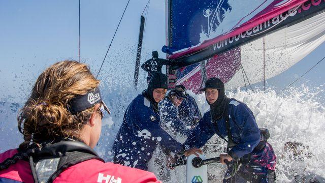Une partie de la Team SCA lors d'un entraînement pour la Volvo Ocean Race 2014-2015. [Corinna Halloran - Team SCA - Getty Images North America / AFP]