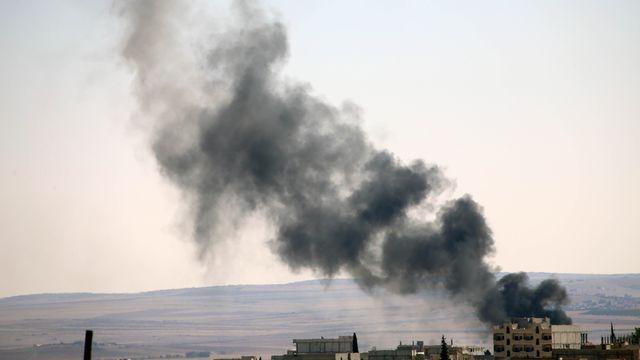 Les djihadistes de l'EI continuent de pilonner Kobané. [Ibrahim Erikan / Anadolu Agency - AFP]