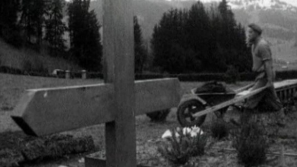 Il creuse les tombes pour la commune de Chateau d'Oex.