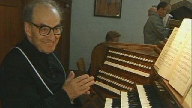 Le chanoine Athanasiades, organiste de l'abbaye de St-Maurice en 2001. [RTS]