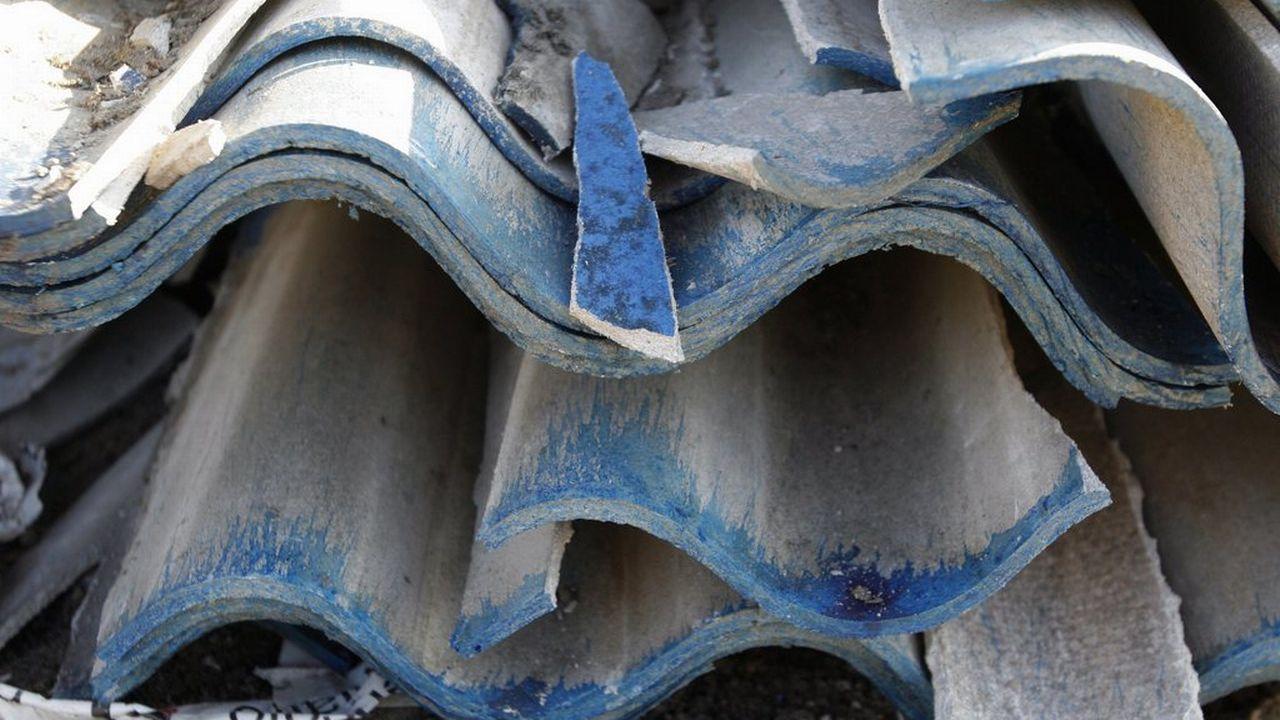Des plaques pour la construction de la firme Eternit, contenant de l'amiante. [Keystone]
