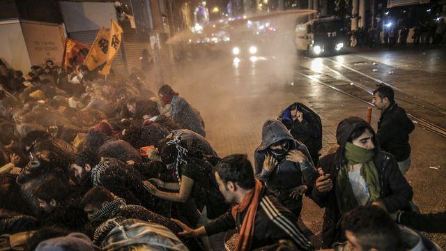 Mobilisés à l'appel du principal parti politique kurde de Turquie, les Kurdes sont descendus dans les rues d'Istanbul de tout le pays. [Emrah Gurel - Keystone]