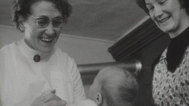Lorsque l'enfant paraît en 1967. [RTS]