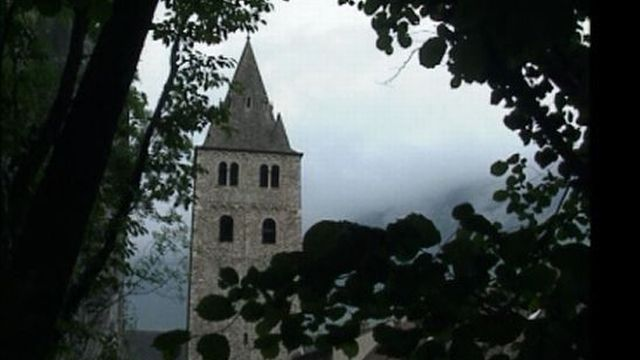 Clocher de la basilique de Saint-Maurice en 1990 [RTS]