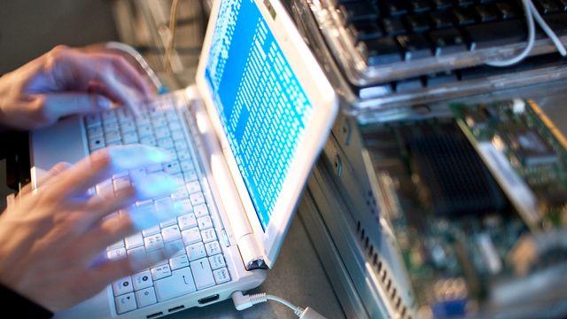 Une majorité de jeunes plaident pour un renforcement de la protection des données personnelles contre la cybercriminalité. [Gaëtan Bally - Keystone]