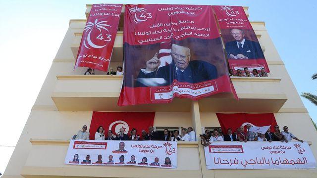 Beji Caid Essebsi, à la tête du parti tunisien Nidaa Tounes, fait campagne en vue des élections législatives du 26 octobre. [Mohamed Messara - Keystone]