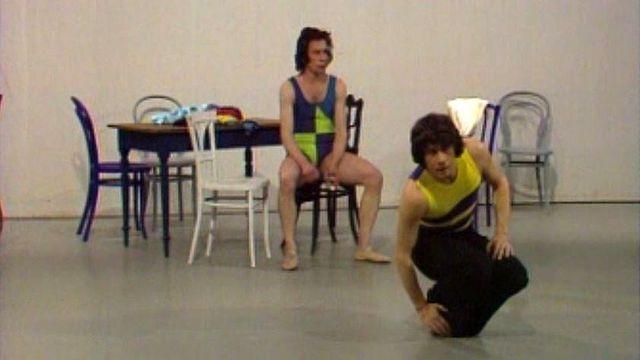Les danseurs s'approprient une nouvelle chorégraphie. [RTS]