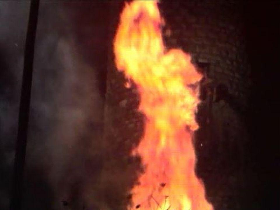 Indispensable aux célébrations du 1er août: le feu de joie. [RTS]