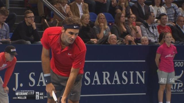 1er tour: Roger Federer (1-SUI) - Roger  Muller (LUX) (4-2). Le Bâlois paraît très en forme devant son public [RTS]