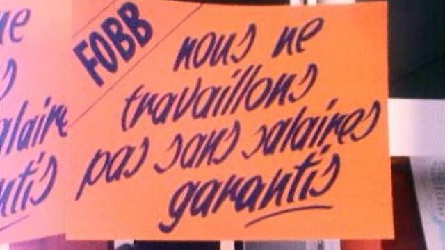 Pour ces ouvriers du bâtiment, la grève est le seul recours. [RTS]
