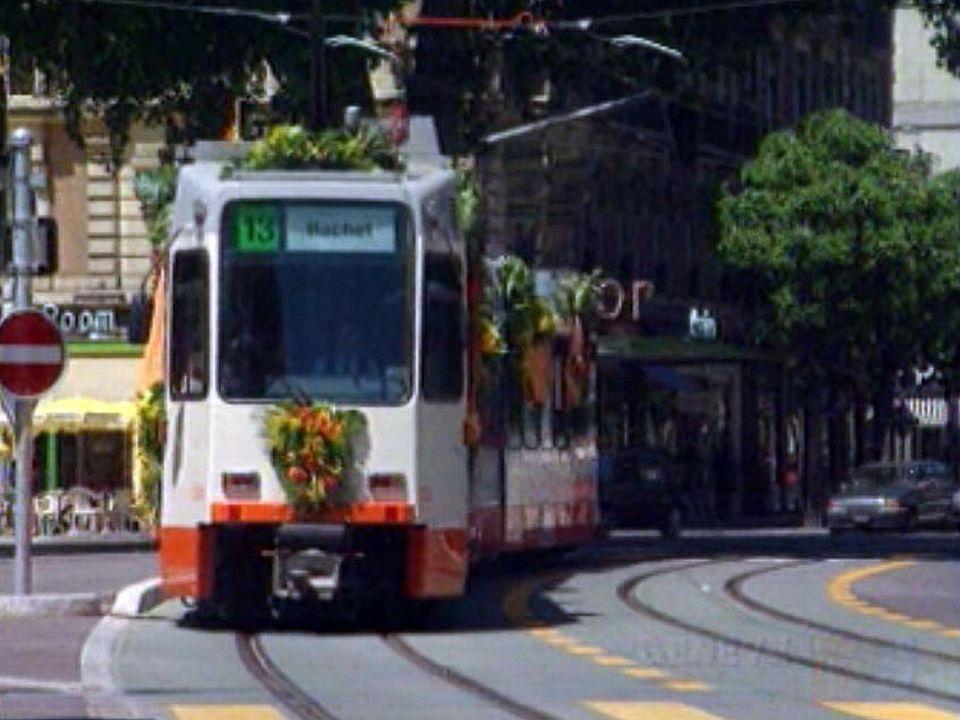 Genève se réconcilie avec les trams. Première sortie historique.