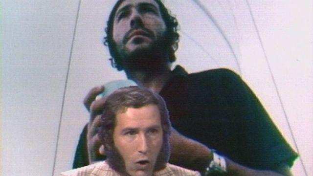Alain Colas sur le plateau de l'émission Sous la loupe en 1974. [RTS]
