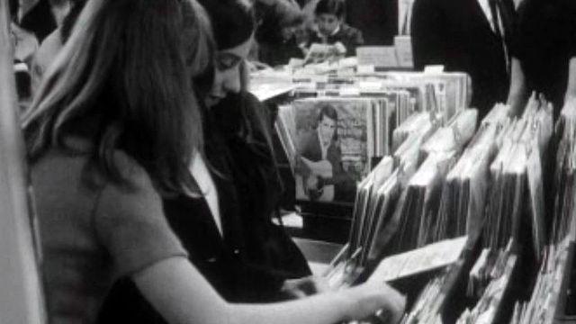 Pas de yé-yé sans les disques vinyles 33 ou 45 tours.