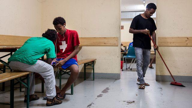 Requérants érythréens au centre de Lumino (TI), juillet 2014. [Gabriele Putzu/Ti-Press - Keystone]