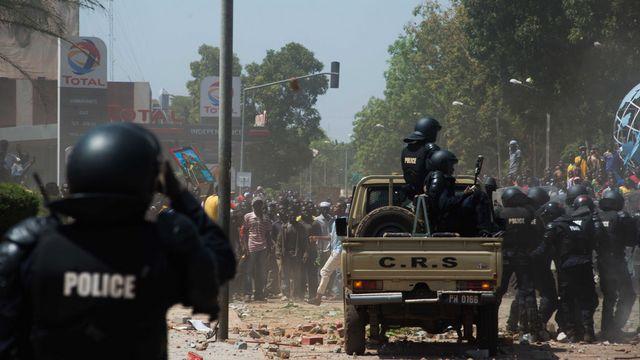 La contestation devient toujours plus violente au Burkina Faso. [AP/Théo Renaut - Keystone]