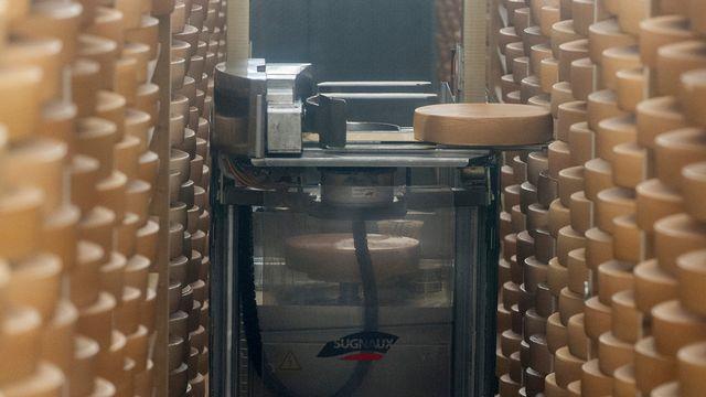 La robotisation remplace de plus en plus les tâches manuelles. [Anthony Anex - Keystone]