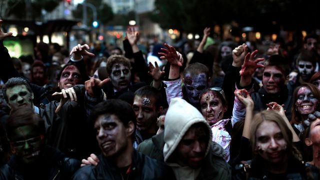 Une marche de zombie à Belgrade. [Marko Drobnjakovic - AP Photo/Keystone]