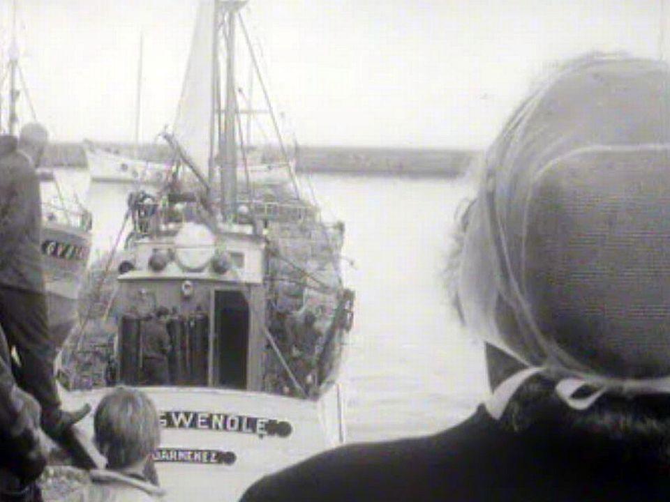 Les pêcheurs de Pont-Aven embarquent pour un long séjour en mer.