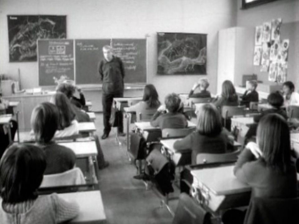 Regards croisés d'instituteurs sur le devenir de la profession. [RTS]